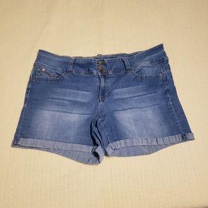 Wanna Betta Butt size 20 denim cuffed shorts